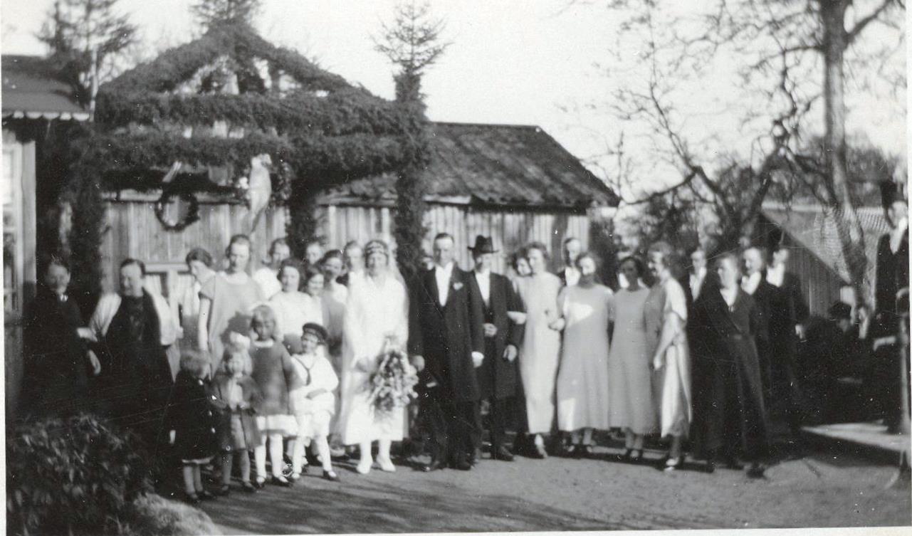 Bröllopsfoto, utomhus med stor portal, 071